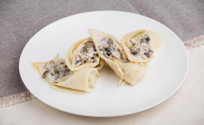 Crapes with mushrooms