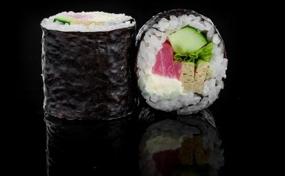 Futomaki with tuna