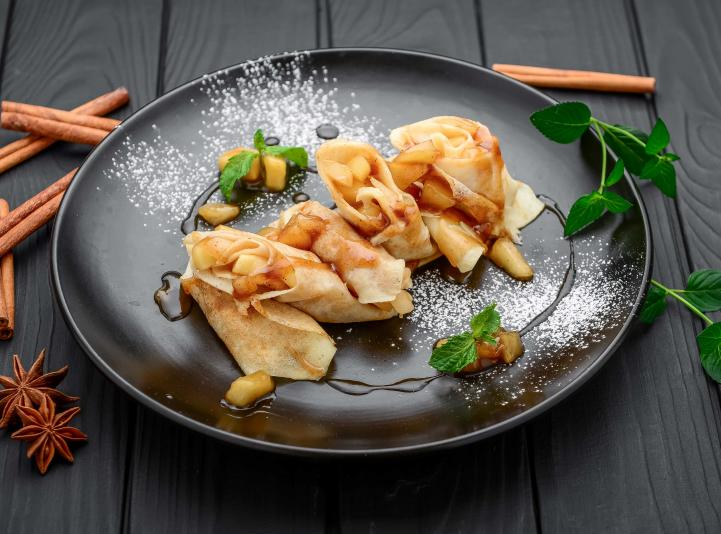 Crapes with an apple and cinnamon