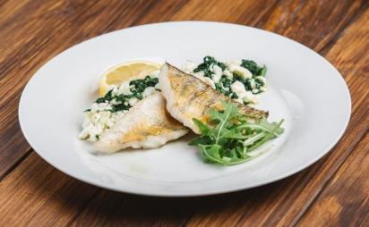 Pike perch on a spinach-protein basis