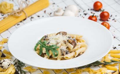 Pasta with white mushrooms and mushrooms